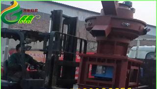 新疆560型木屑成型颗粒机安装调试完成