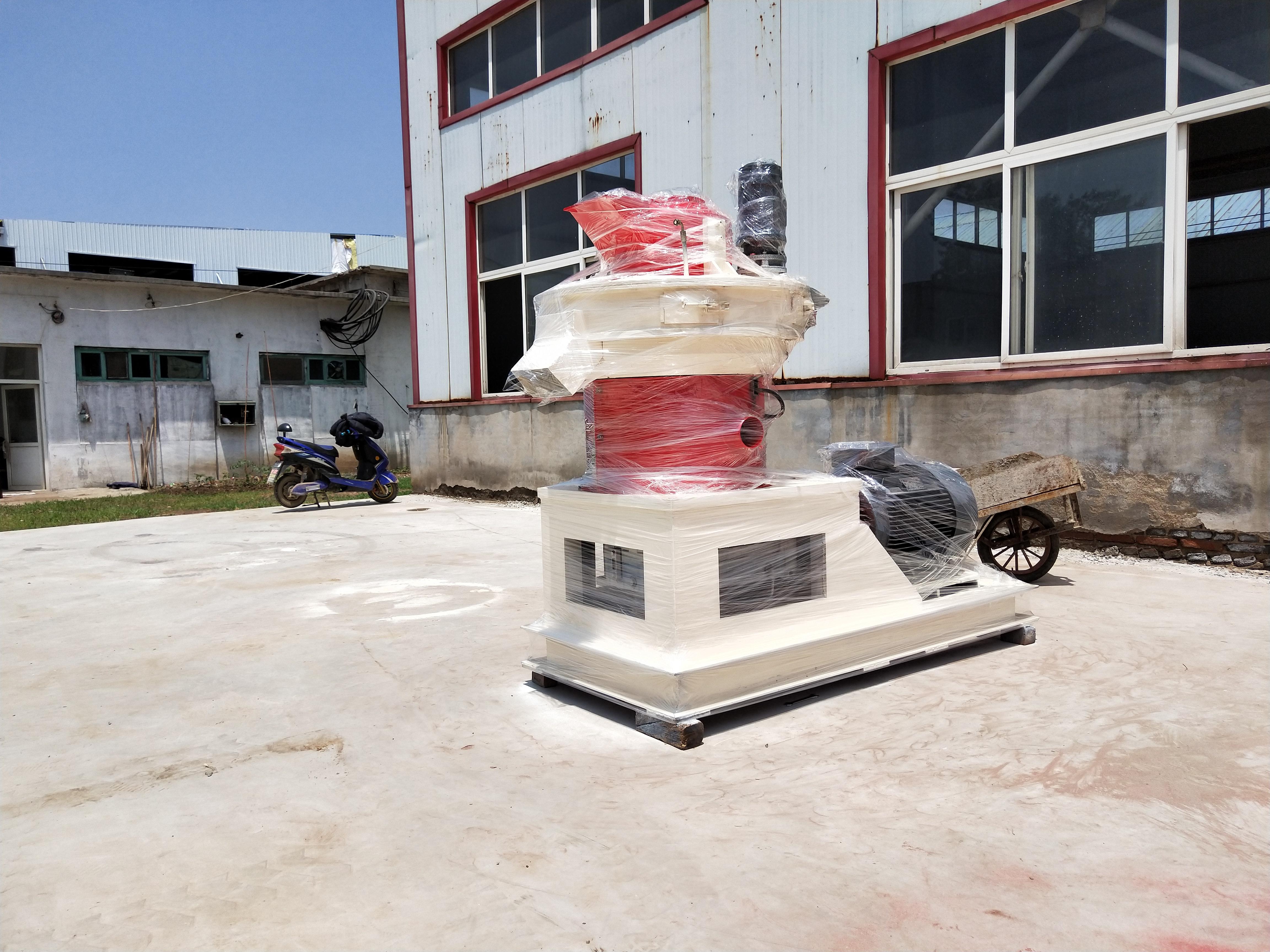 冠贝台湾木屑颗粒机用户再次订购一台GL460型颗粒成型机