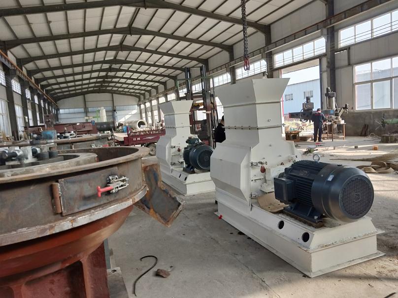 两台110KW木材粉碎机发往内蒙古海拉尔